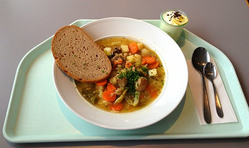 Pichelsteiner Eintopf mit Bauernbrot / Bavarian stew with meat & vegetables and farmhouse bread