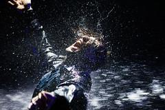 [フリー画像素材] 人物, 男性, 人物 - 口を開ける, 雨 ID:201211091800