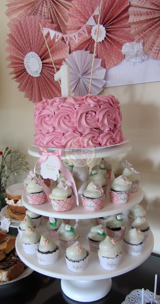 + images about Cupcake Towers on Pinterest | Cupcake towers, Cupcake ...