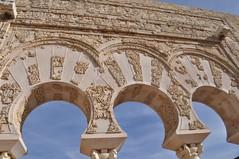 Detalle de los magníficos arcos de la vivienda medina azahara, el capricho del primer califa de al-andalus - 8176234340 5dbf128104 m - Medina Azahara, el capricho del primer califa de Al-Andalus