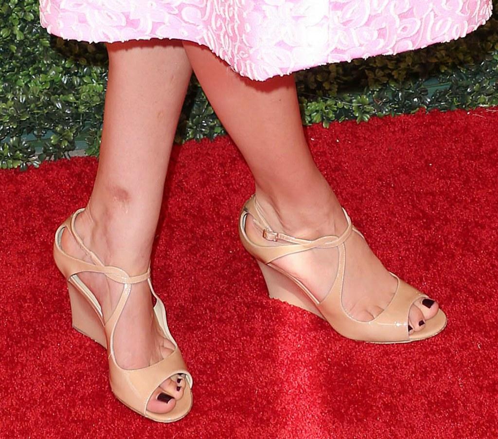 Kaley Cuoco feet (15) - a photo on Flickriver