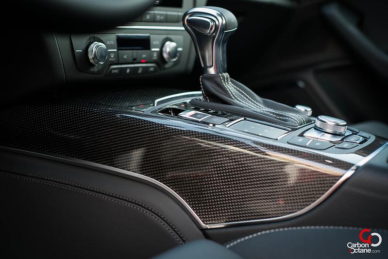 2013_Audi_S6_center_panel.jpg