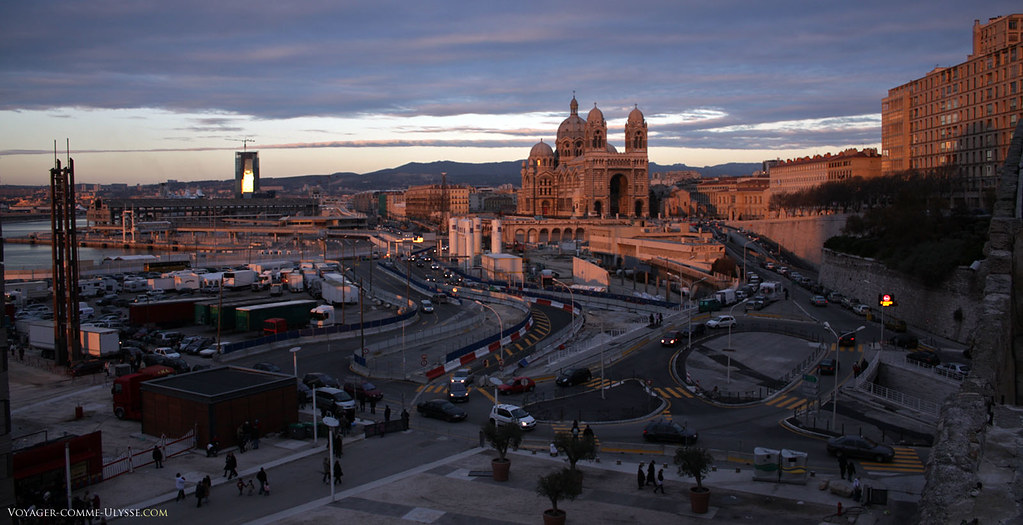 Avant les travaux pour Marseille capitale européenne de la culture 2013, la circulation automobile était complexe. On espère que ça s'améliorera avec le temps.