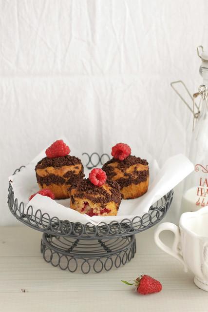 Raspberry, oat & chocolate muffins lastone