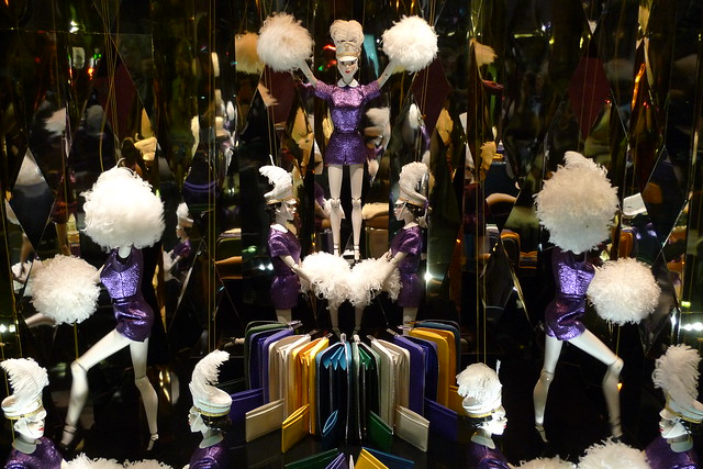 Vitrines de no l louis vuitton aux galeries lafayette paris novembre 2012 flickr photo - Vitrine de noel paris ...