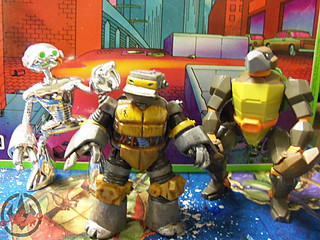 "Nickelodeon  TEENAGE MUTANT NINJA TURTLES :: METALHEAD  xx / ..with 2009 ""FUGITOID"" Collector Figure & 2004 TURTLEBOT a.k.a. 'T-4' (( 2012 ))"