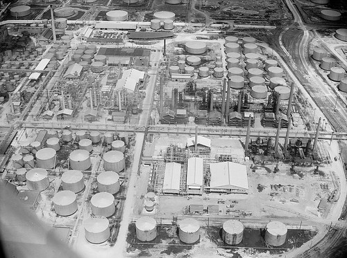 [Refinery and processing plant, Magnolia Petroleum Co., Beaumont, TX]