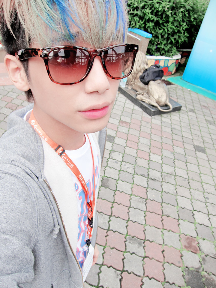 typicalben camwhore at genting outdoor themepark