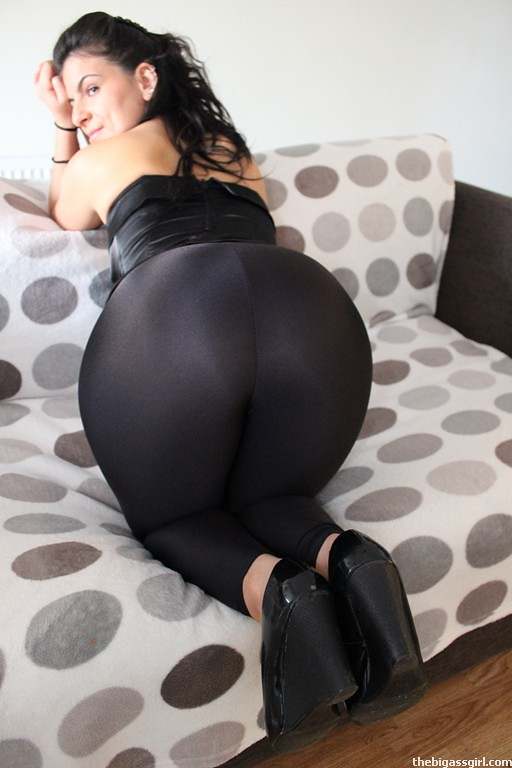 The-Big-Ass-Girl-Shiny-Leggings-Cleaner-Phat-Ass-Culo -1817