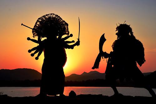 travel sunset india tourism silhouette dance ancient dancers mask folk traditional goddess dancer tribal folkdance tribaldance durga ramayana westbengal villagelife chhau purulia ruralbengal warriordance ruralwestbengal murguma oldestmaskeddance হস্তশিল্প