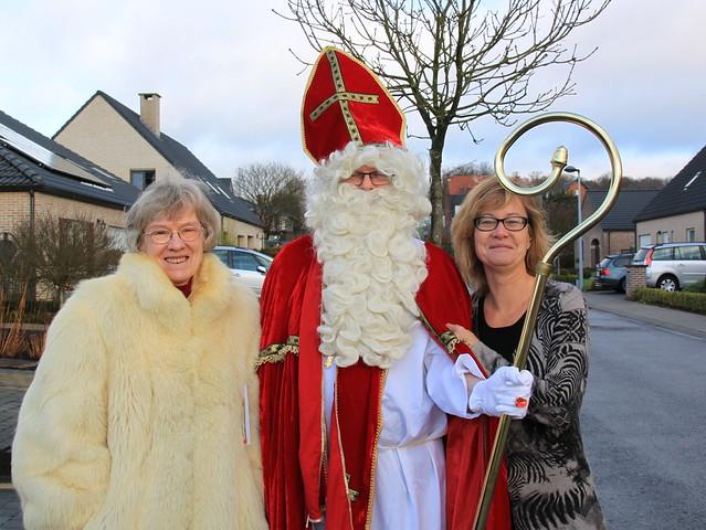 Sinterklaas & zijn vrouwelijke fans :)