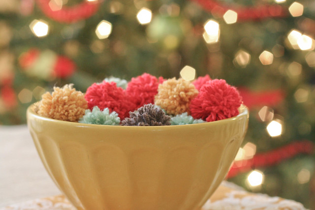 DIY yarn pom-pom decor | yourwishcake.com