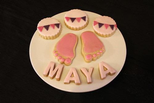 Baby shower cupcakes and cookies for Maya 1