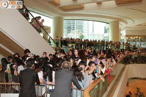 G-Dragon_HarveyNichols-COLOMBO_VIA_DELLA_SPIGA-HongKong-20140806 (25)