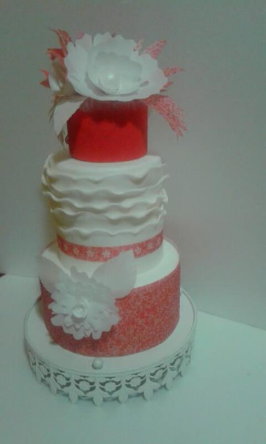Elegant White and Red Cake by Loredana Sabellico