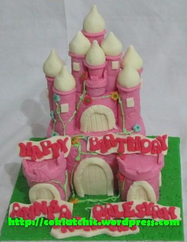 Kue ulang tahun dengan tema Cake Castle Princess model ini mulai dari