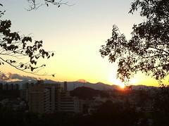 聖ヶ丘から望む富士山と日没