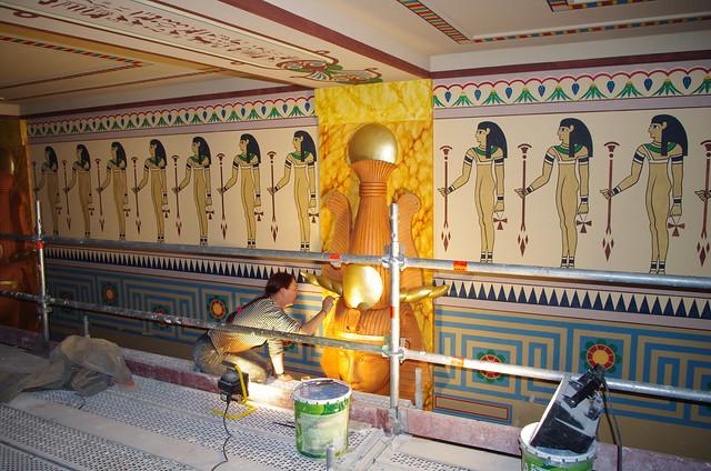 Le Louxor Paris 17 les fresques