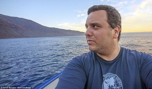 無懼:Botelho在墨西哥海岸和大白鯊游泳,堅持大白鯊對人類沒有危險。