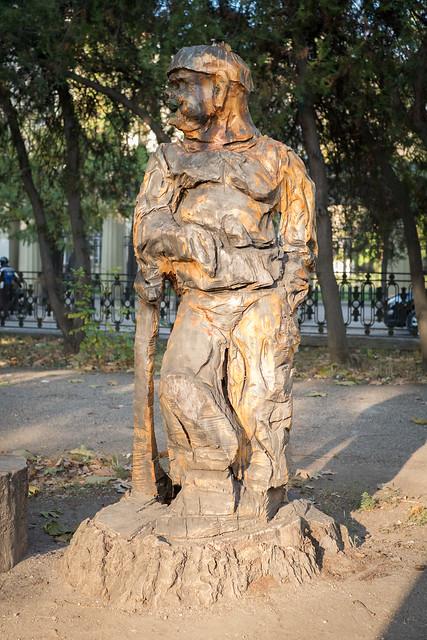 Деревянные скульптуры в Симферополе - козак