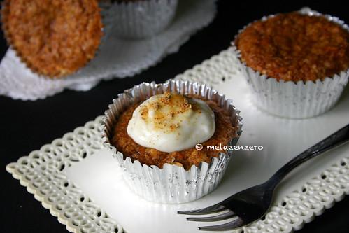 Muffin carote e amaretti con cream-cheese frosting