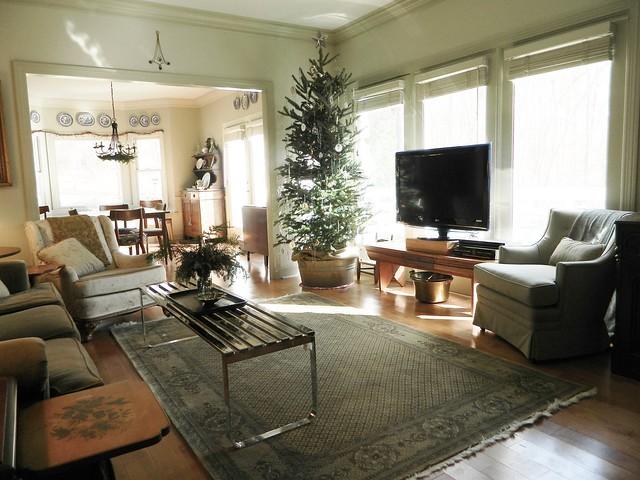 scandinavian christmas via homeologymodernvintage.com