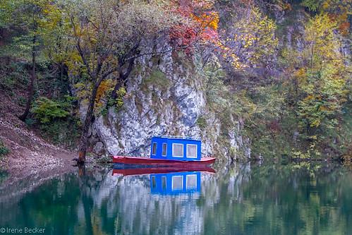 fall water boat fishing serbia autumnleaves balkan drina taramountain podrinje zlatibordistrict kanjondrine perućaclake taraplanina imagesofserbia taranacionalnipark rastište drinacanyon kanjondervente подриње