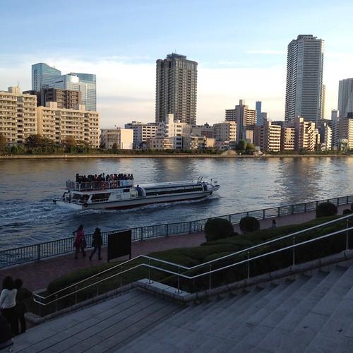 聖路加タワー下から見る隅田川 by haruhiko_iyota