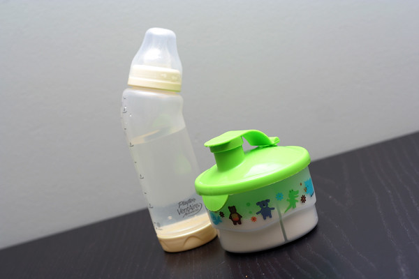 Tupperware formula-measuring thing
