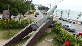 Изображение Fort Cornwallis вблизи Джорджтаун. cannon penang malaysia 2016