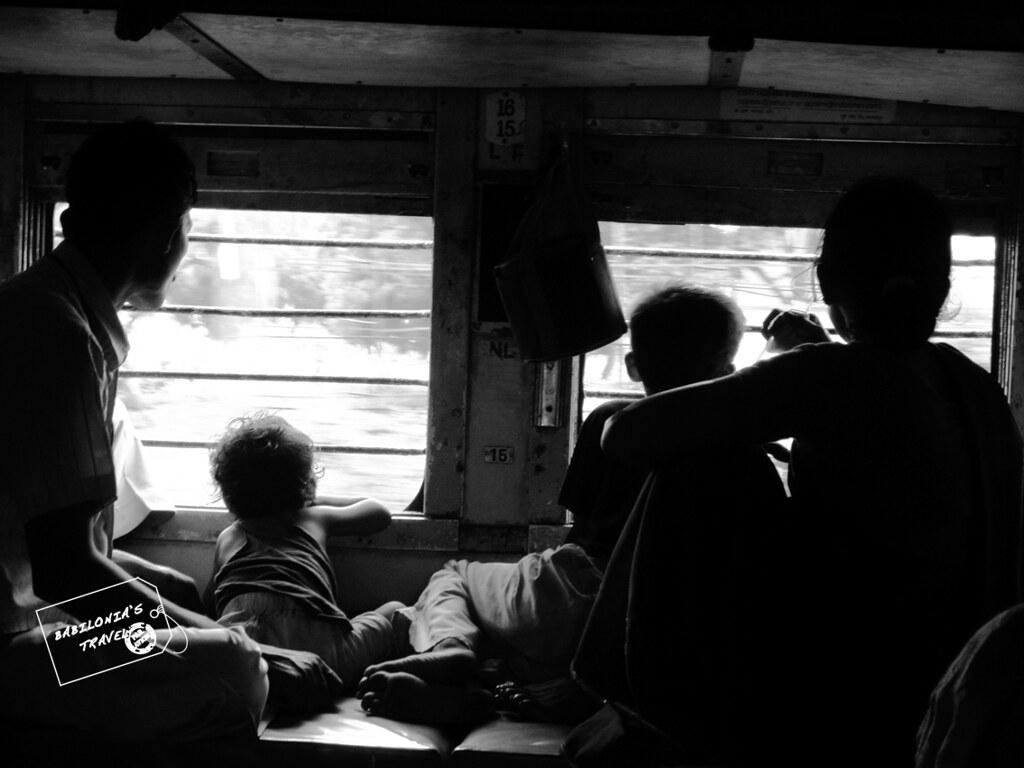 Tren India interior