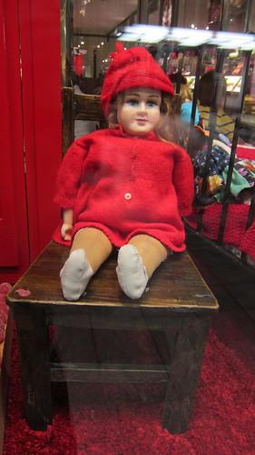 Punamekkoinen nukke by Anna Amnell