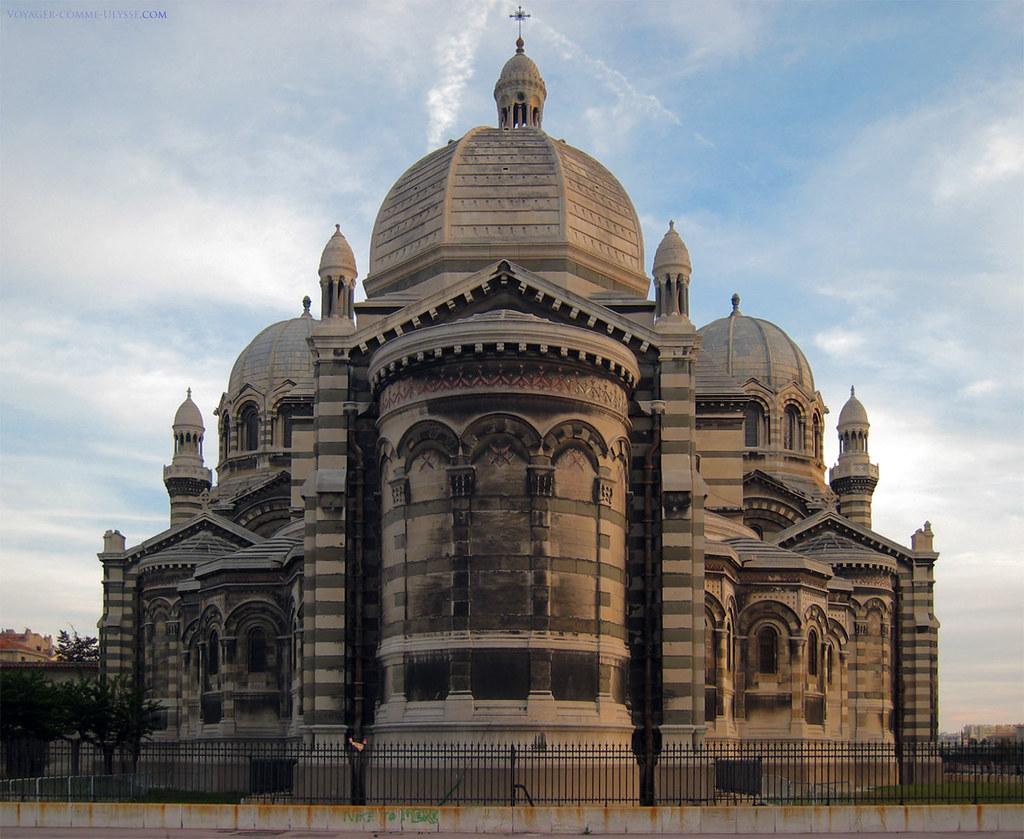 Vue arrière de la cathédrale.