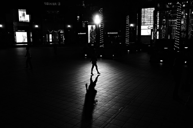 In the Middle - Great Examples of Shadows in Street Photography