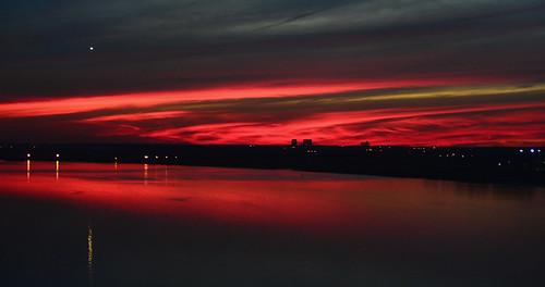 sunset red sky cloud reflection water silhouette river evening twilight skies nuvola dusk cielo nuvem nube wolk raritan raritanriver pilv