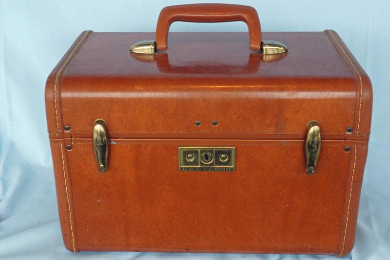 sold vintage 1950s samsonite streamlite train case makeup case with key 39 bag the web. Black Bedroom Furniture Sets. Home Design Ideas