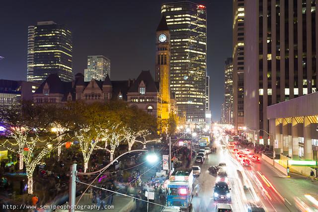 Улица Queen ночью
