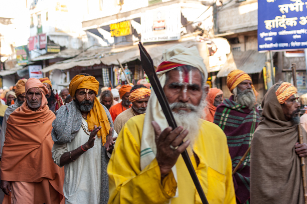 Procession of hindu beleivers in Pushkar