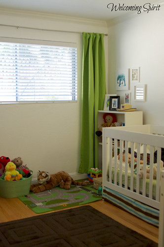 Zoom's room, window