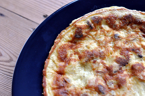 Omelet med cheddar og kejserhatte