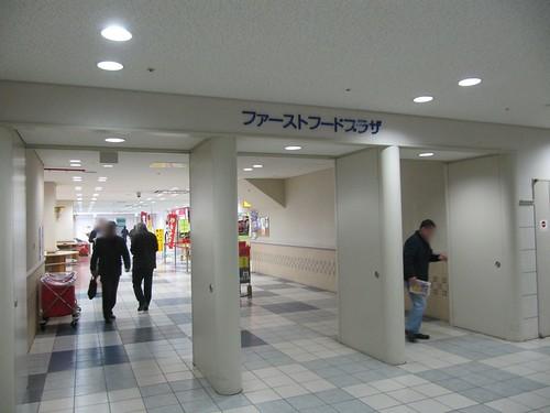 京都競馬場のファーストフードプラザ