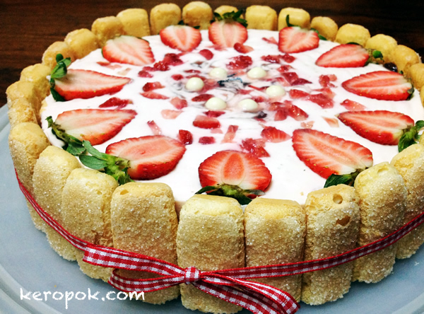 Strawberry Yoghurt Cheesecake