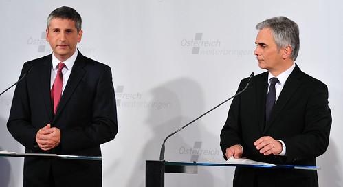 die erste Pressekonferenz: Kanzler Faymann und Vizekanzler Spindelegger