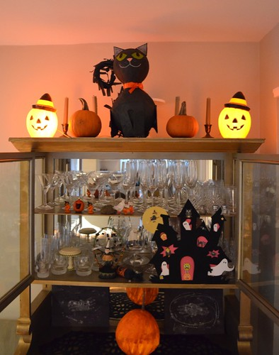 Papier Mache Cat and other Halloween Decor