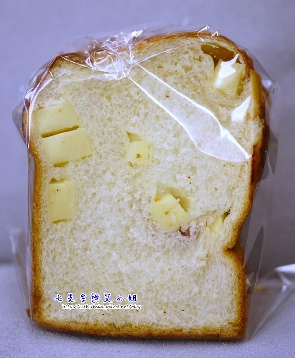 14 麵包很細緻