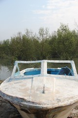 swimming pool(0.0), hot tub(0.0), watercraft rowing(0.0), jacuzzi(0.0), dinghy(1.0), vehicle(1.0), skiff(1.0), watercraft(1.0), boat(1.0),