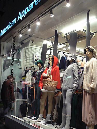 american apparel vitrine.jpg
