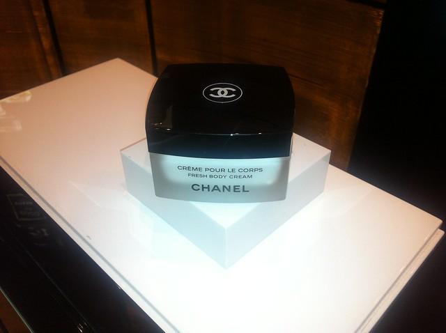 Espace parfum bar olfattivo chanel la rinascente milano duomo les exclusifs n. 5 allure sensuelle profumo fragranza crème pour le corps