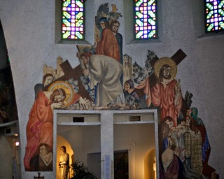 Image of Église Sainte-Jeanne-d'Arc near Nice. france art church painting nice mural catholic stationsofthecross alpesmaritimes provencealpescôtedazur eglisesaintejeannedarc osm:way=37978642 geo:lat=4371321 geo:lon=726256 osm:way=144338204