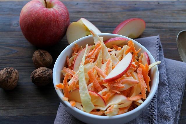 Coleslaw à la pomme et aux noix
